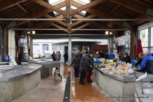 Port en Bessin. Marché aux poissons.